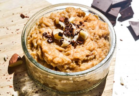 Porridge cu nuci pecan și caramel sărat