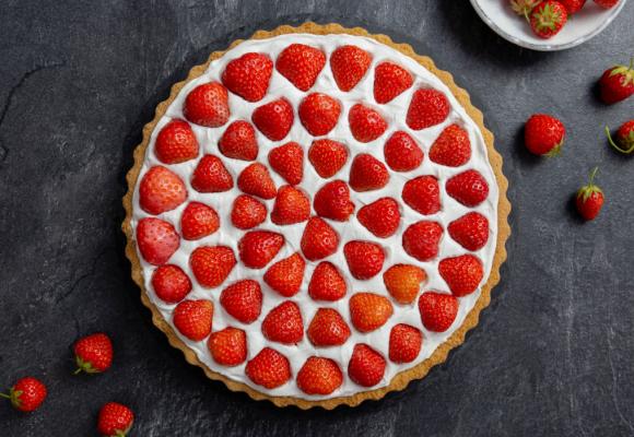 Tort din biscuiți cu căpșuni